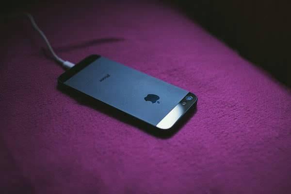 Подзарядка телефона ночью