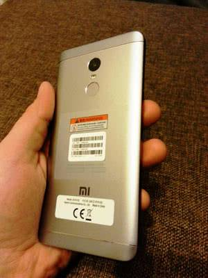 Redmi Note 4X в ладони
