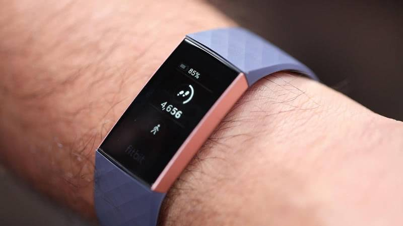 Fitbit Charge 3 на руке