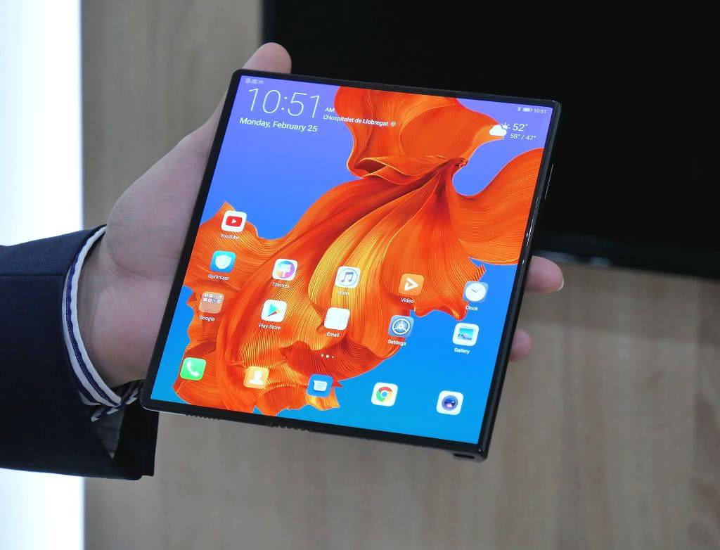 Экран Huawei Mate X в развёрнутом виде