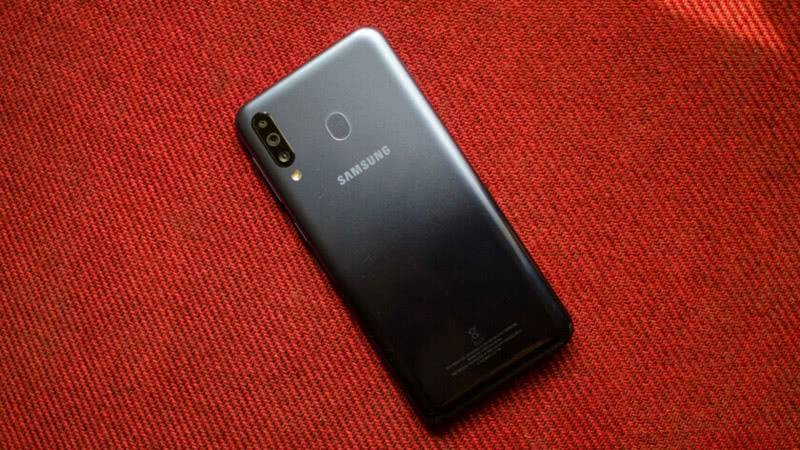 Задняя сторона Samsung Galaxy M30