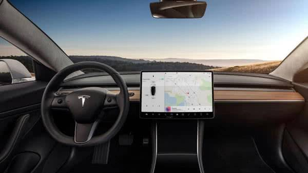 За рулём Tesla Model 3