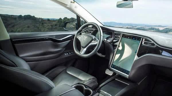 Салон в Tesla Model X