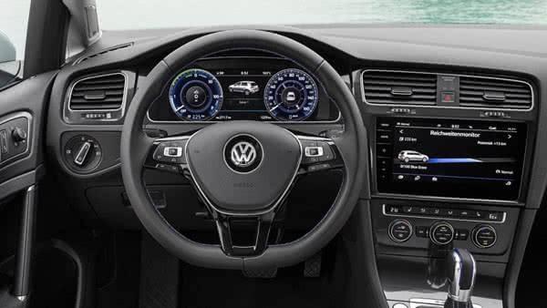 В салоне Volkswagen-eGolf