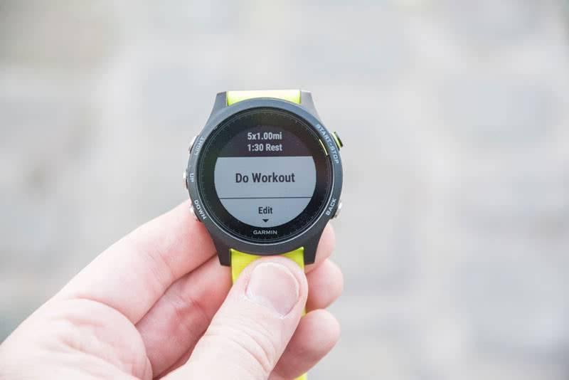 Спортивные умные часы Garmin ForeRunner 935