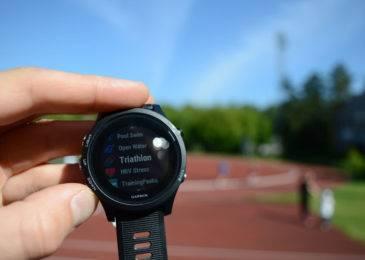 Умные спортивные часы Garmin Forerunner 935