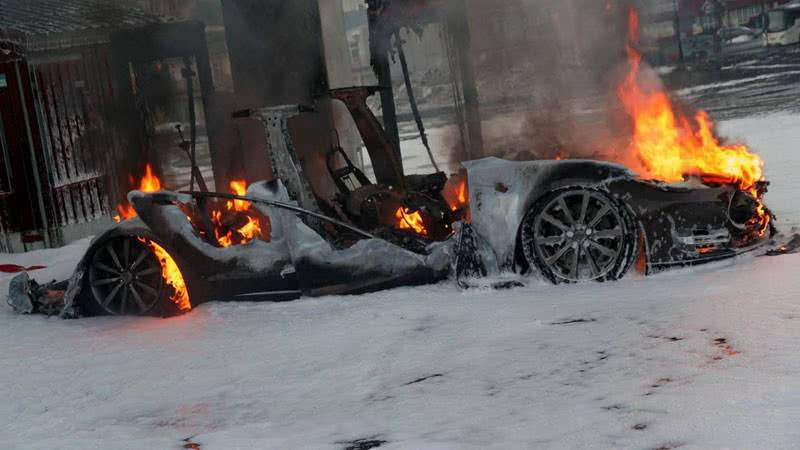 Возгорание электромобиля