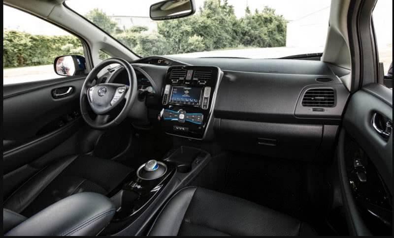 Интерьер Nissan Leaf 2018