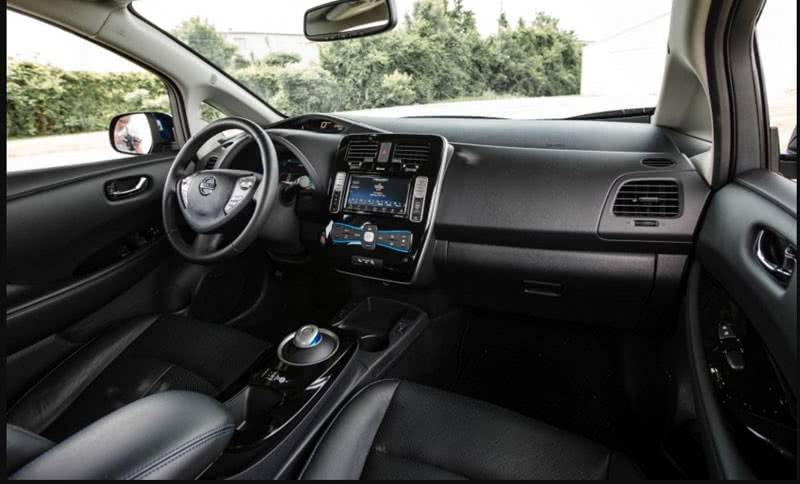 Nissan Leaf 2018 интерьер