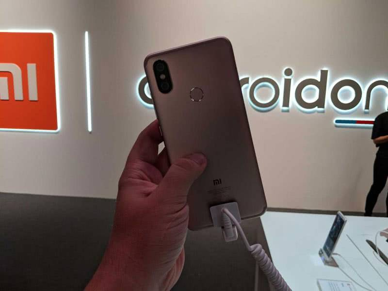 Xiaomi Mi A2 сзади