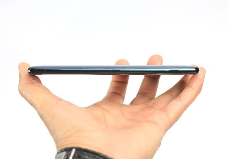 Sony Xperia XZ3 толщина