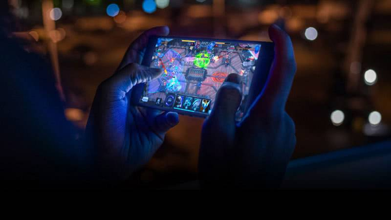 Razer Phone 2 игра на экране