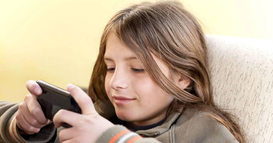 Какой смартфон лучше купить ребенку — хорошие недорогие модели
