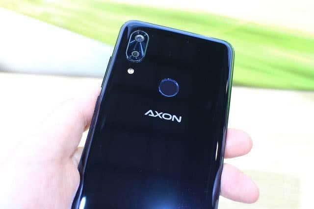 Внешний вид ZTE Axon Pro 9