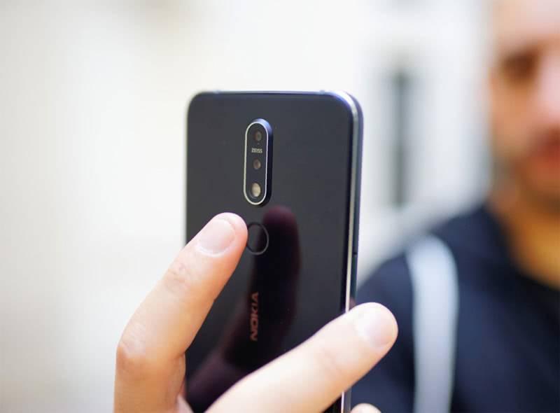Nokia 7.1 сканер отпечатков пальцев