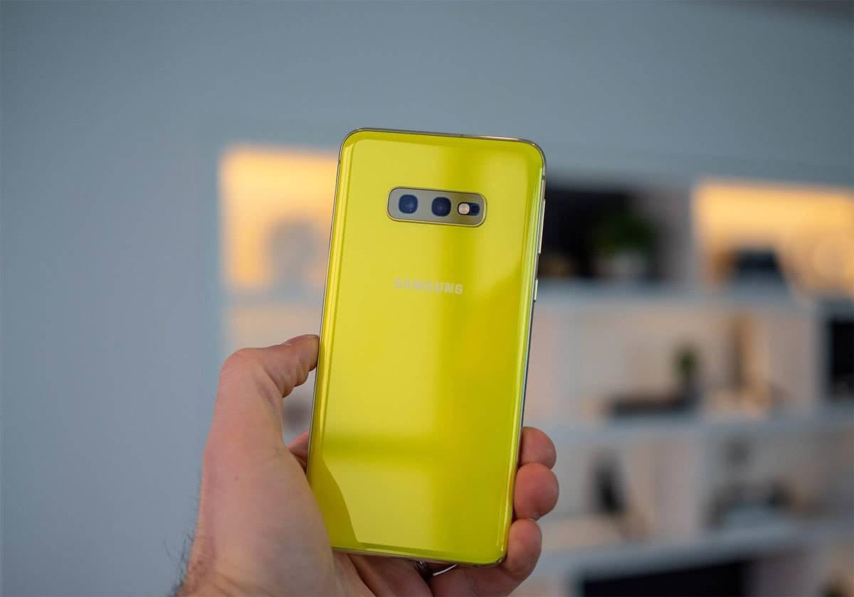 Жёлтый цвет Samsung Galaxy S10e