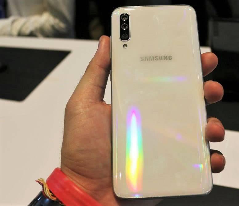Задняя спинка Samsung Galaxy A70 из стекла