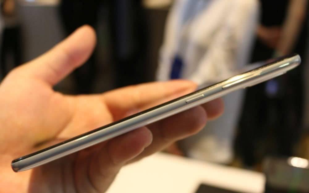 Samsung Galaxy A70 в руках