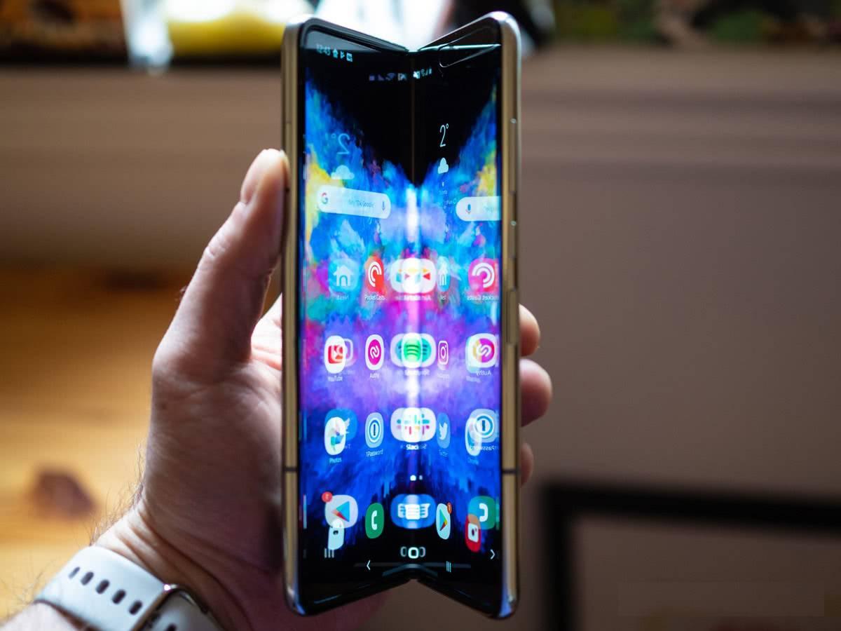 Samsung Galaxy Fold сгиб